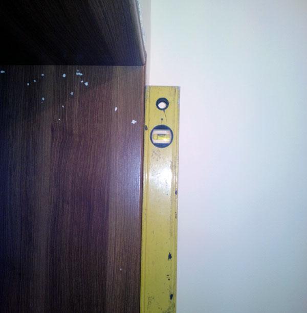 instalarea dreapta a laturii verticale a tocului