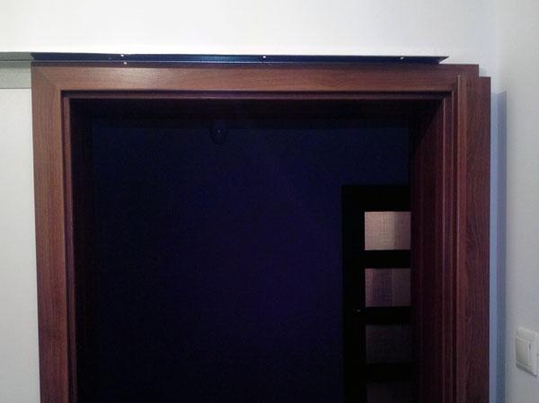 pervazul instalat impreuna cu elementul de inchidere al usii glisante de interior Porta
