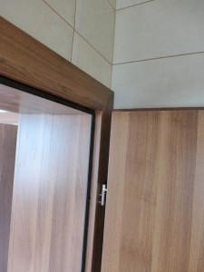 vedere detaliu din baie usa de interior